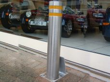 Retractable-bollards