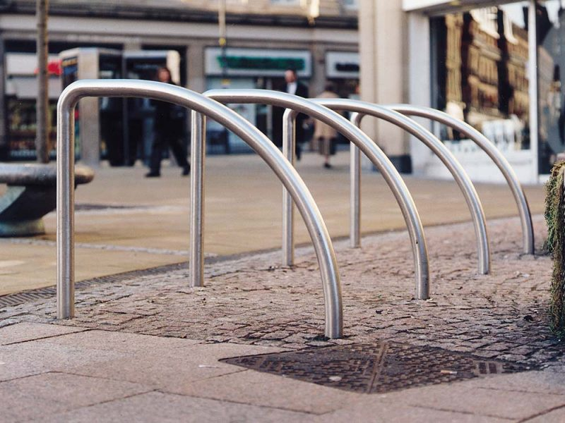 Shark fin cycle stand
