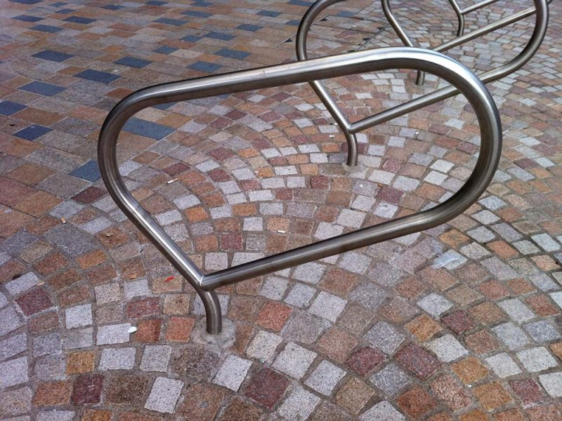 The Que cycle stand